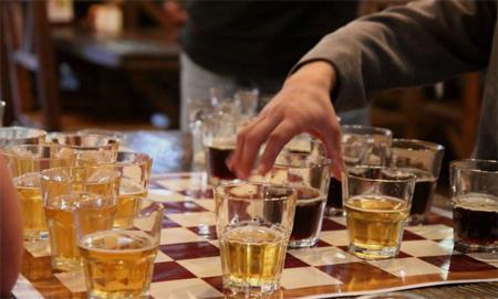 Играя в пьяные шашки невозможно остаться трезвым