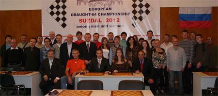 На чемпионате Европы мужчины играли по правилам летающих шашек